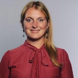 Business professional headshot of international student and tennis player, Silvia Chinellato.
